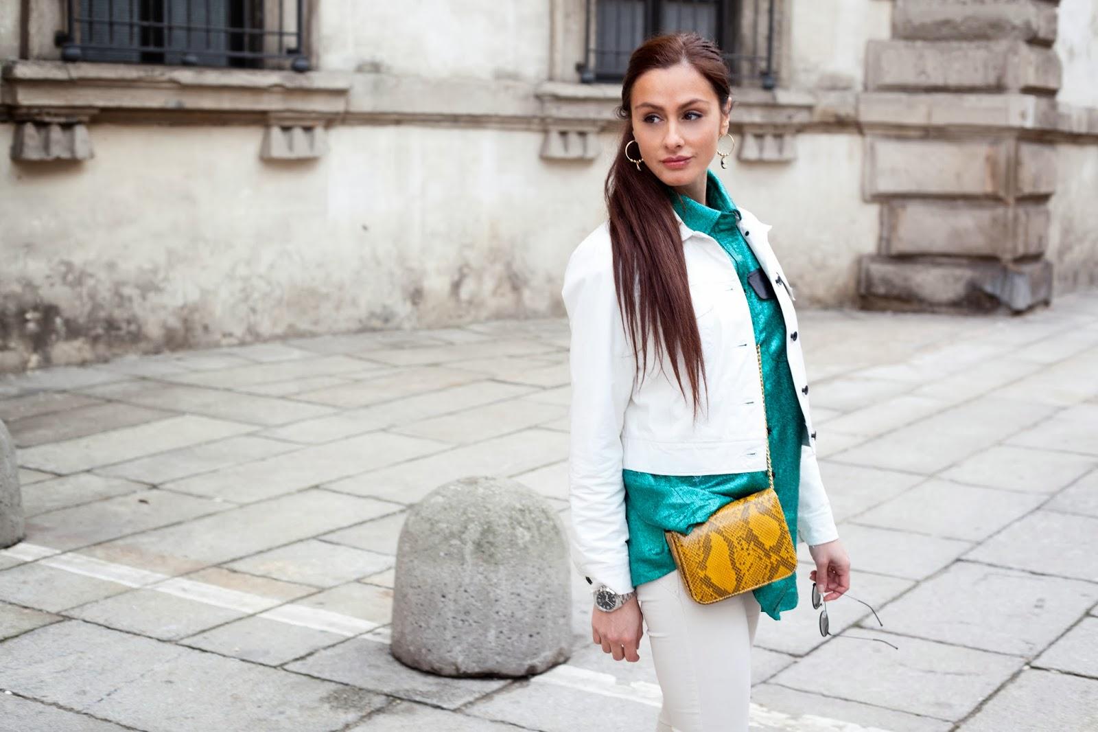 Una camicia oversize dall'effetto shimmering ( MUST HAVE dei prossimi mesi) per il mio secondo giorno di Fashion Week a Milano.